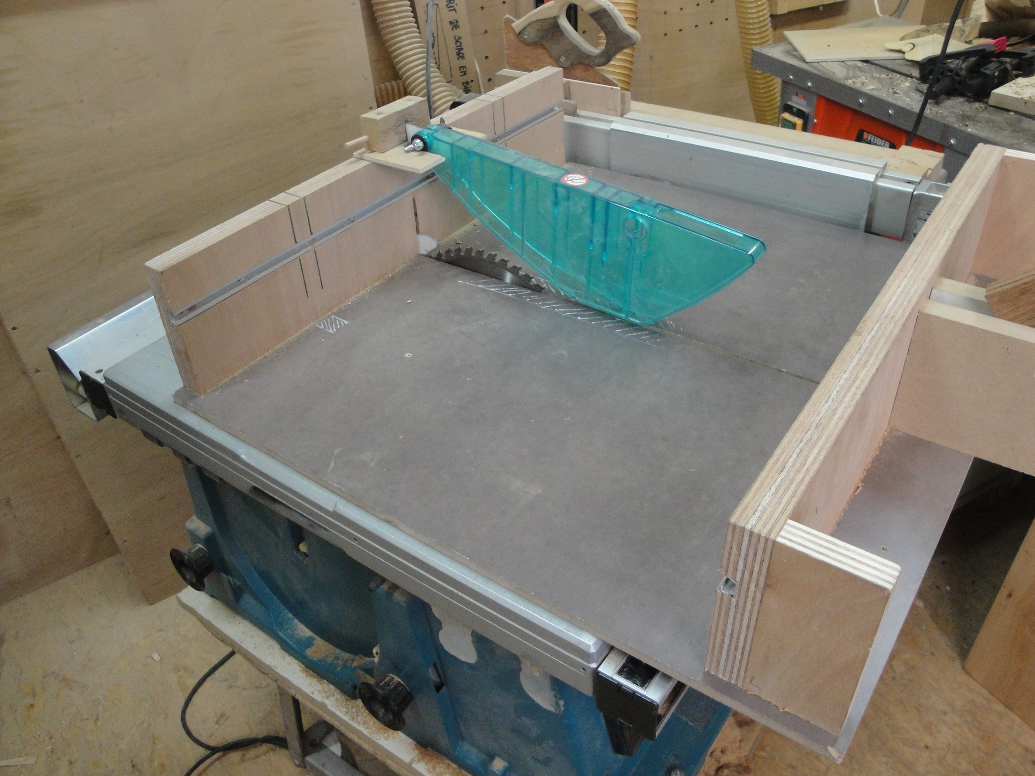 Table saw cross cutting sled for Table saw sled
